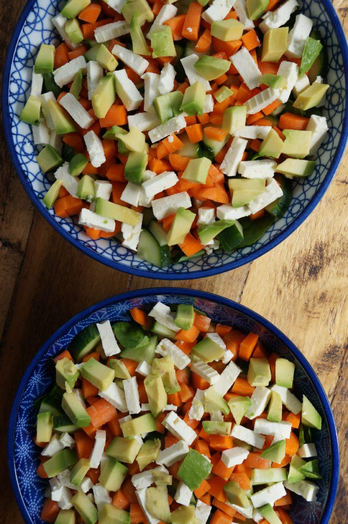 Salade met spinazie, avocado, kikkererwten en feta - Happy Mood Happy Food