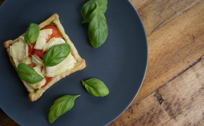 Taartje met pesto, tomaat en brie - Happy Mood Happy Food