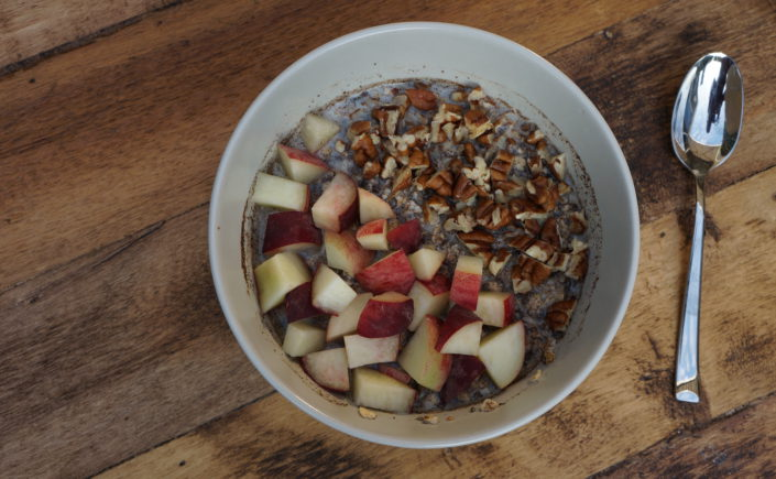 Overnight oats met perzik en pecannoten - Happy Mood Happy Food